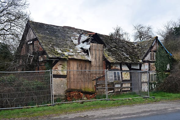 Old Crow Cottage was abandoned since 2009 and has been left to rot ever since.Inside the haunted cottage with tragic past which has been left to rot with more than 300 years of valuables...clothes, pictures, clocks all left untouched.