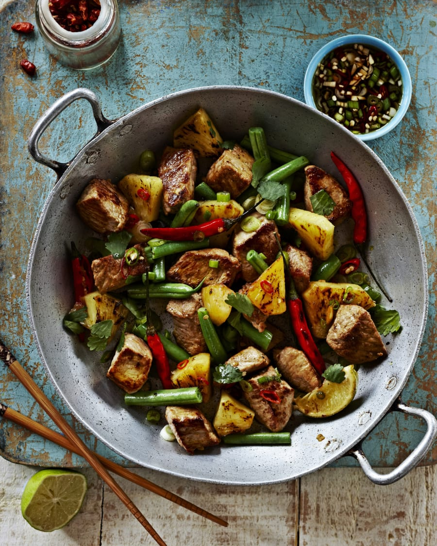 A chicken or tofu stir fry with brown rice is a super easy way to get lean protein, low GI carbs and
