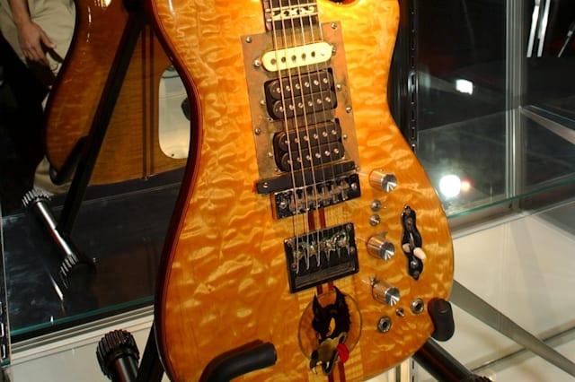 this guitar 39 s famous owner means it could be worth over 750 000 aol uk money. Black Bedroom Furniture Sets. Home Design Ideas