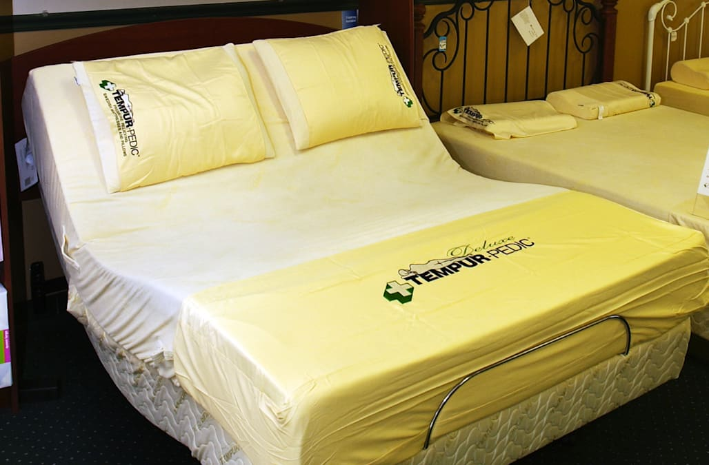 This Tempur-Pedic mattress in on an adjustable frame and is a Queen size 10' Deluxe model. The pillo