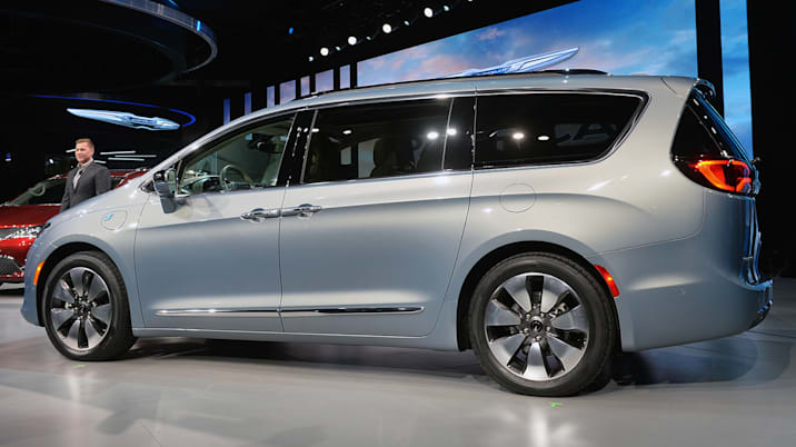why chrysler made the pacifica hybrid autoblog. Black Bedroom Furniture Sets. Home Design Ideas