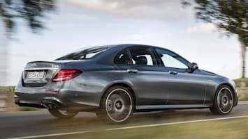 E 43 4MATIC Limousine selenitgrau; Leder: Nappa AMG schwarz mit roten ZiernähtenLeather: Nappa AMG black withred topstichingAMG E 43 4MATIC Limousine/SaloonKraftstoffverbrauch kombiniert:  8,2 l/100 km, CO2-Emissionen kombiniert: 187 g/kmFuel consumption, combined:   8.2 l/100 km, CO2 emissions, combined:  187 g/km