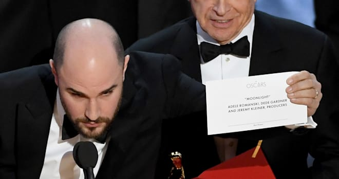 Oscars 2017: Best Picture Mix-Up Inspires Hilarious Envelope Meme