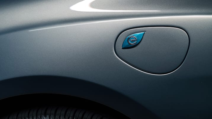 2017 Chrysler Pacifica Hybrid charge door