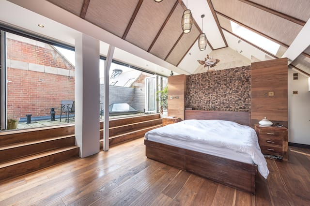 The bedroom opening onto the terrace
