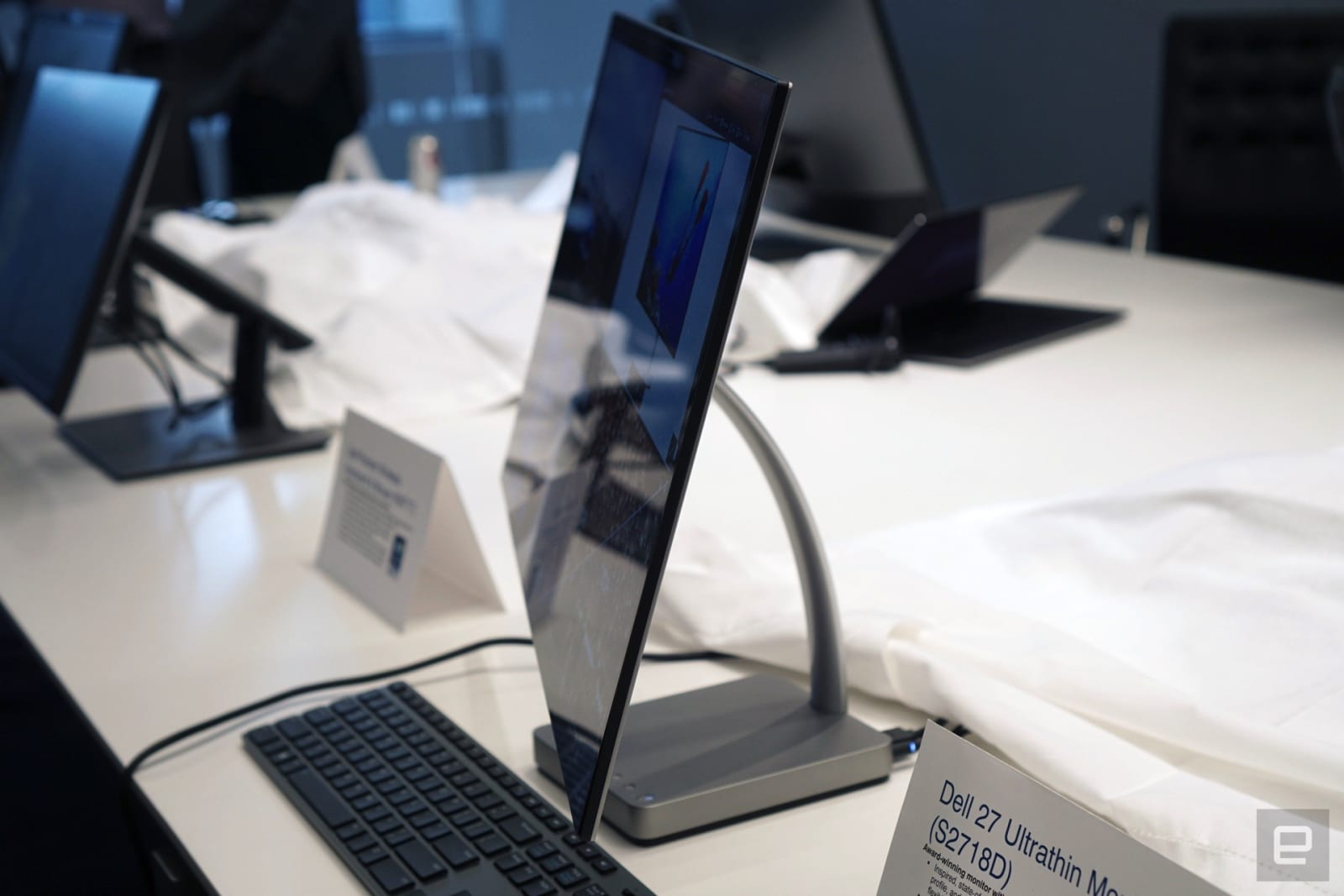 The Dell 27 Ultrathin monitor really lives up to its name