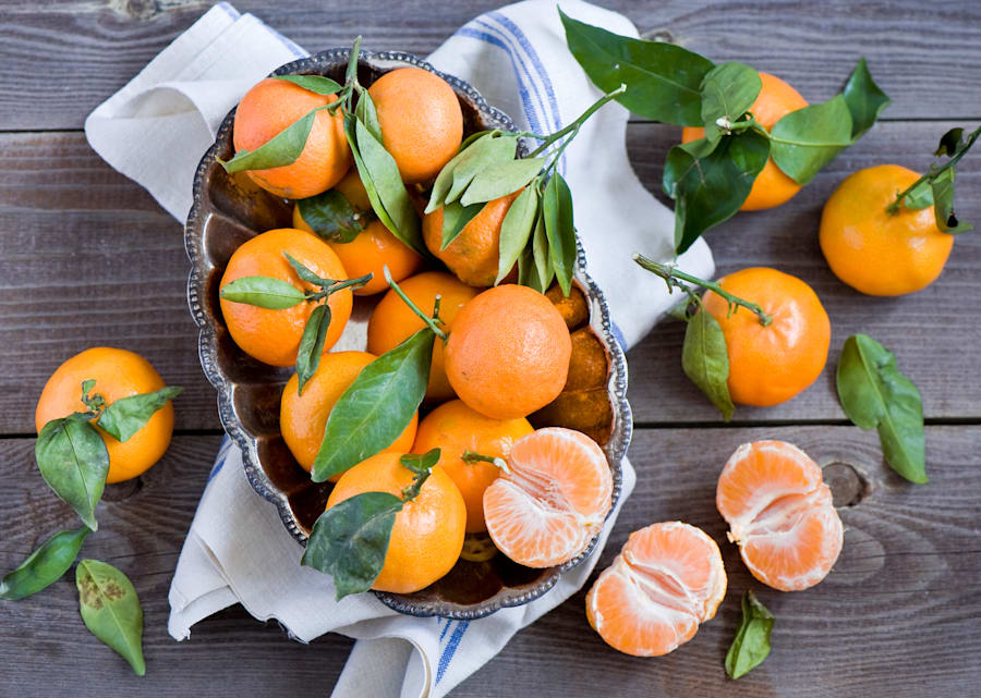 Citrus fruits like mandarins, lemon, oranges and lime are FODMAP friendly