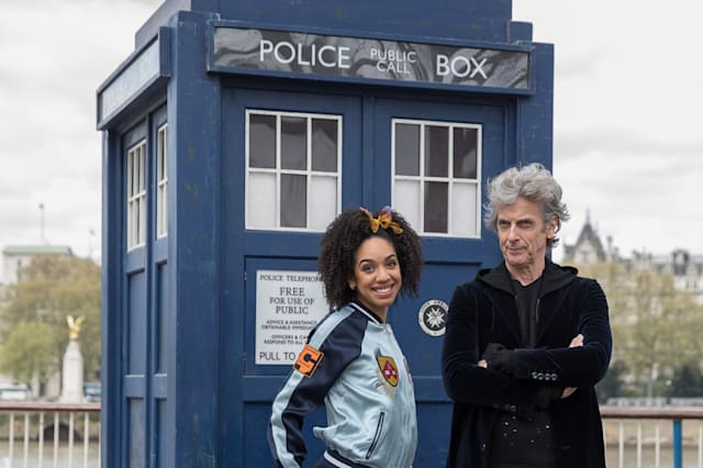 Peter Capaldi And New Doctor Who Companion Pearl Mackie Pose In Costume With The Tardis And A Huge 3D Pavement Painting On Londo
