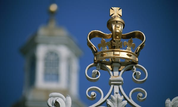 Williamsburg, Virginia. The crown symbolizing British rule at the Governor's Palace.