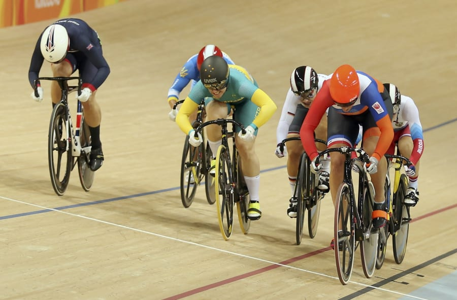 That's the winner in orange, Meares in the middle and the British rider who pipped Anna for silver on...