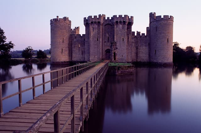 |color|horizontal|exterior|center|travel|castle|power|european landmarks and travel|landmark|east sussex|england|bodiam castle|g