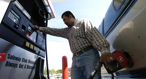 DENVER, COLORADO-AUG. 15, 2005-The Denver Post talks to people putting gasoline in their cars at the Safeway Gas Station at East