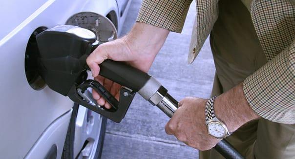 Domingo Cavallo fuels his vehicle on Jun