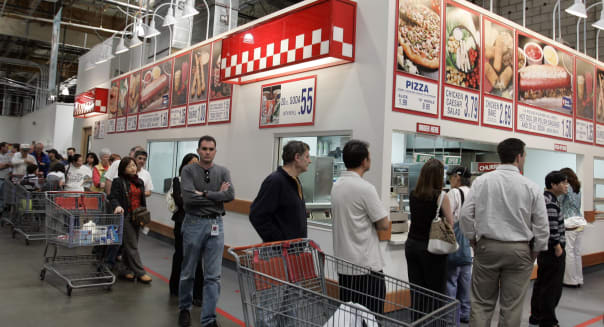 Earns Costco Wholesale (A Costco warehouse customers wait in a long line during lunchtime for hot dogs, pizza, salads, ice cream
