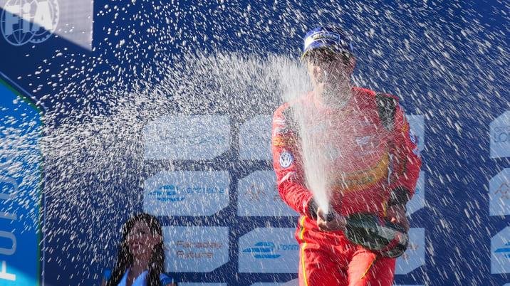 Lucas di Grassi wins the formula e long beach eprix 2016