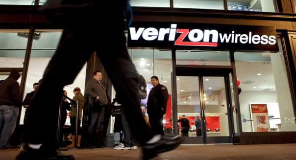 Verizon May Sell 2 Million IPhones As Bid To Win Users From AT&T Begins