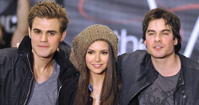 'The Vampire Diaries' Finale Photos: Elena Looks Gorgeous, Brothers Seem Tense