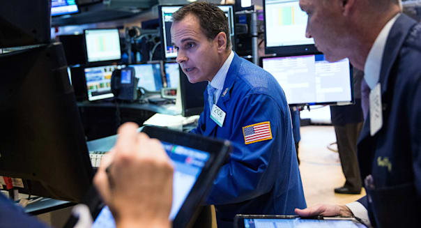 Dow Rallies Nearly 400 Points After Uptick In Chinese Markets