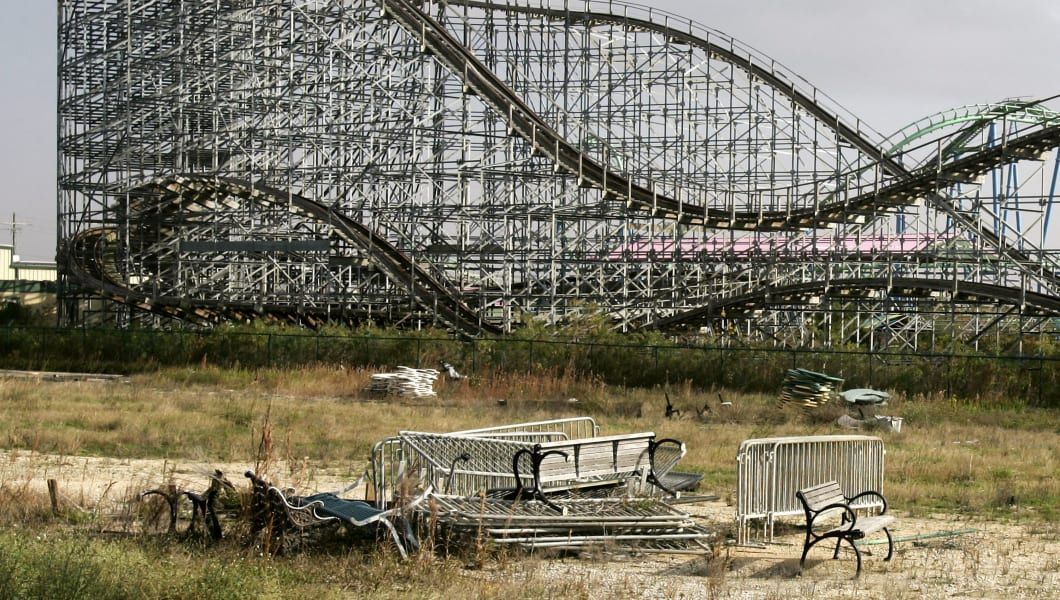Six Flags Bankruptcy Judge Rejects Exit Financing