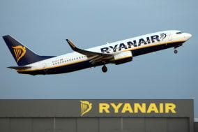 Ryanair profits plunge in first quarter