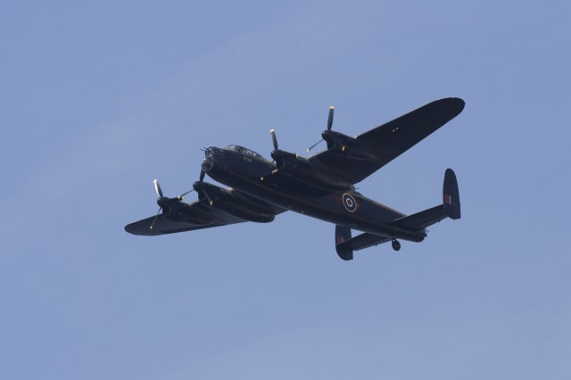 mystery plane spotted flying in derbyshire