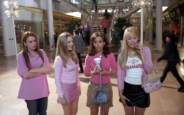 MEAN GIRLS (2004) LINDSAY LOHAN, AMANDA SEYFRIED, LACEY CHABERT, RACHEL MCADAMS MGLS 001-1030-1