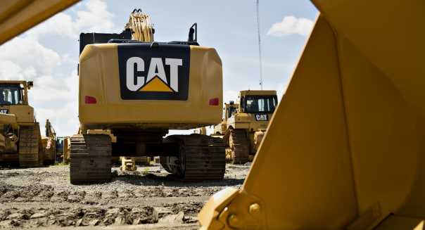 A Caterpillar Inc. Equipment Dealer Ahead Of Earnings