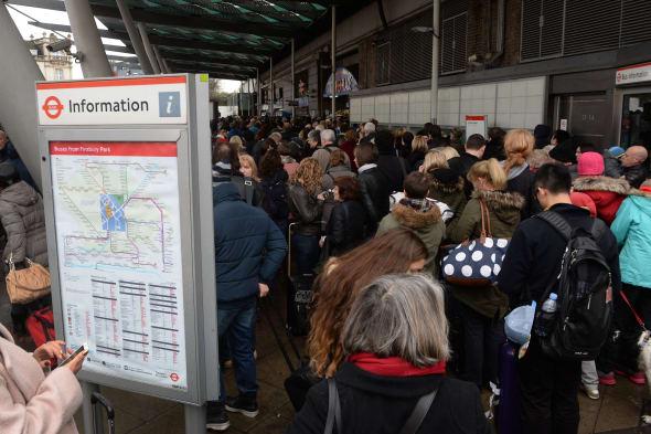 More rail delays amid bonuses row