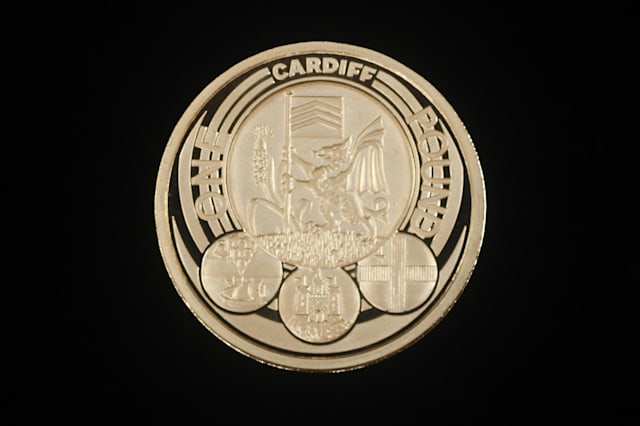 Gold pound coin
