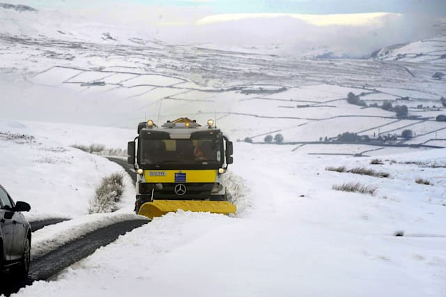Met Office issues weather warnings as 'thundersnow' causes travel chaos