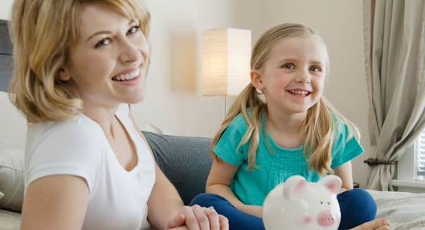 BM7Y94 Mother and daughter saving money  Mother|daughter|saving|money; |Saving; money|18-19; years|20-25; years|5-6; years|Child