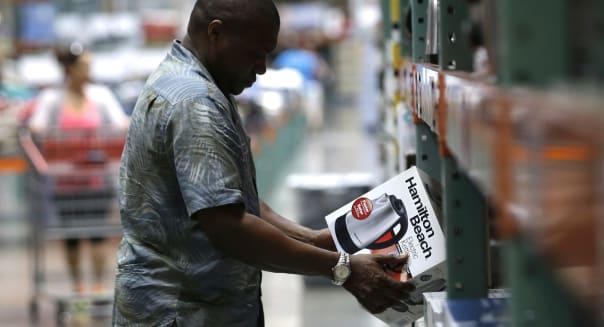 Consumer Spending Slips as Savings Rises to Highest in 1.5 years