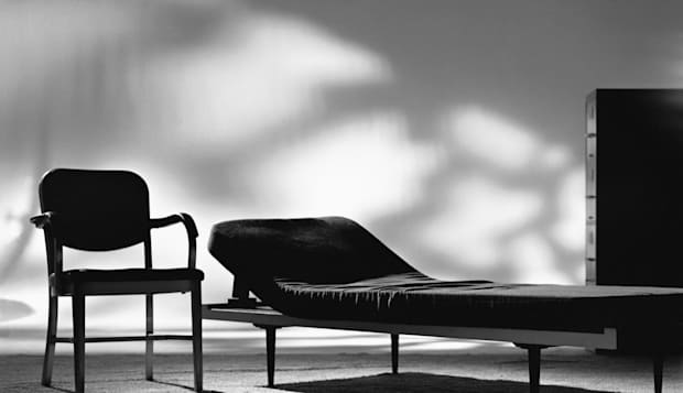 EMPTY PSYCHIATRISTS COUCH AND CHAIR