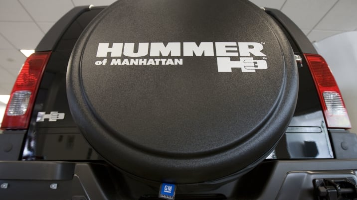 A Hummer H3 sits on display at the Hummer of Manhattan deale