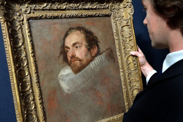 A painting bought for £400 that was revealed to be a Van Dyck portrait during an episode of Antiques Roadshow is expected to fetch up to £500,000 when it goes under the hammer tonight