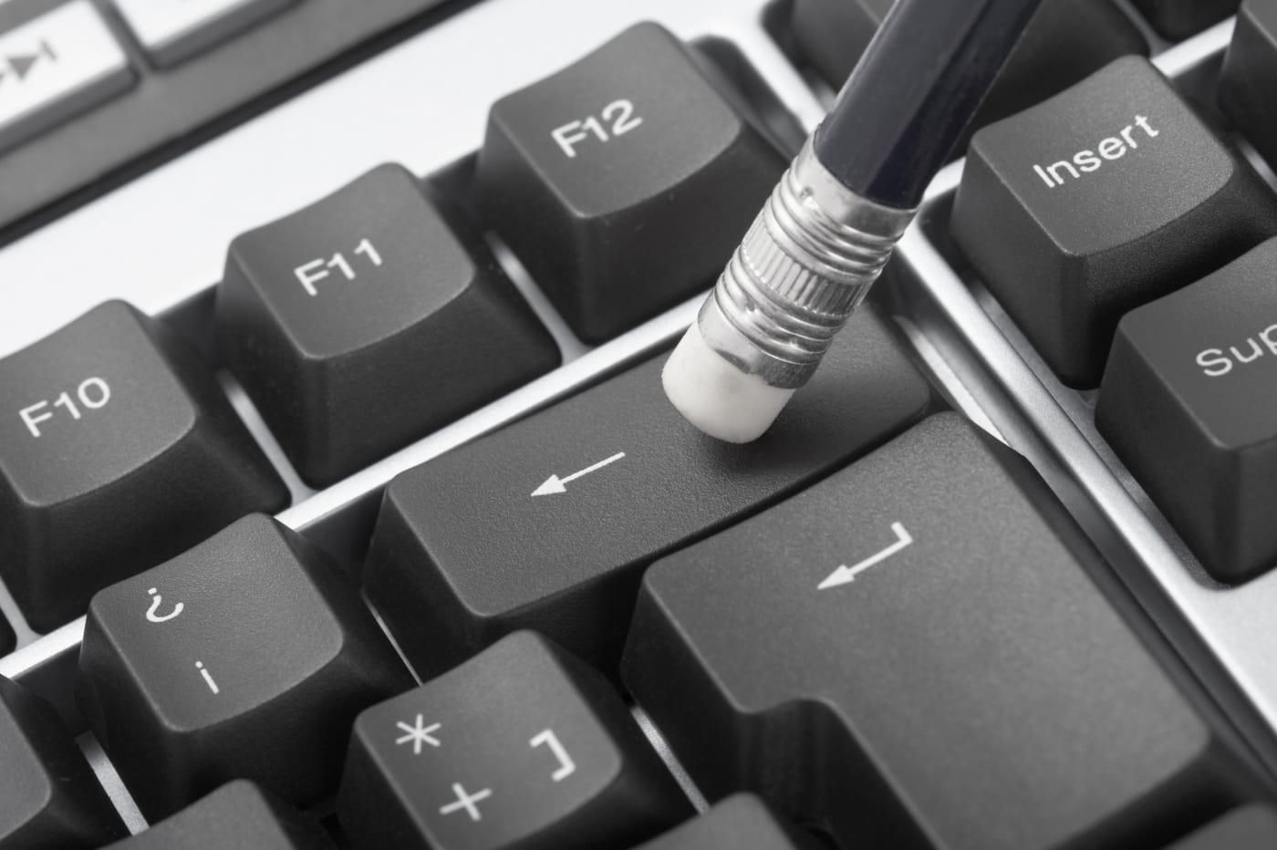 连按 28 次退格键,就能进入大部份 Linux 系统了...