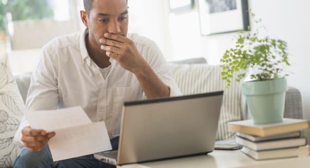 USA, New Jersey, Man paying bills online