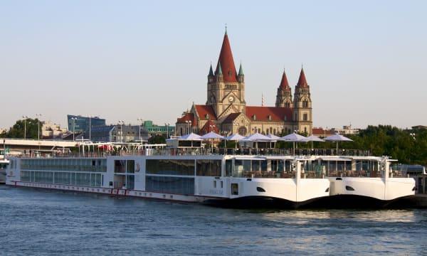river cruise boats Vienna Austria