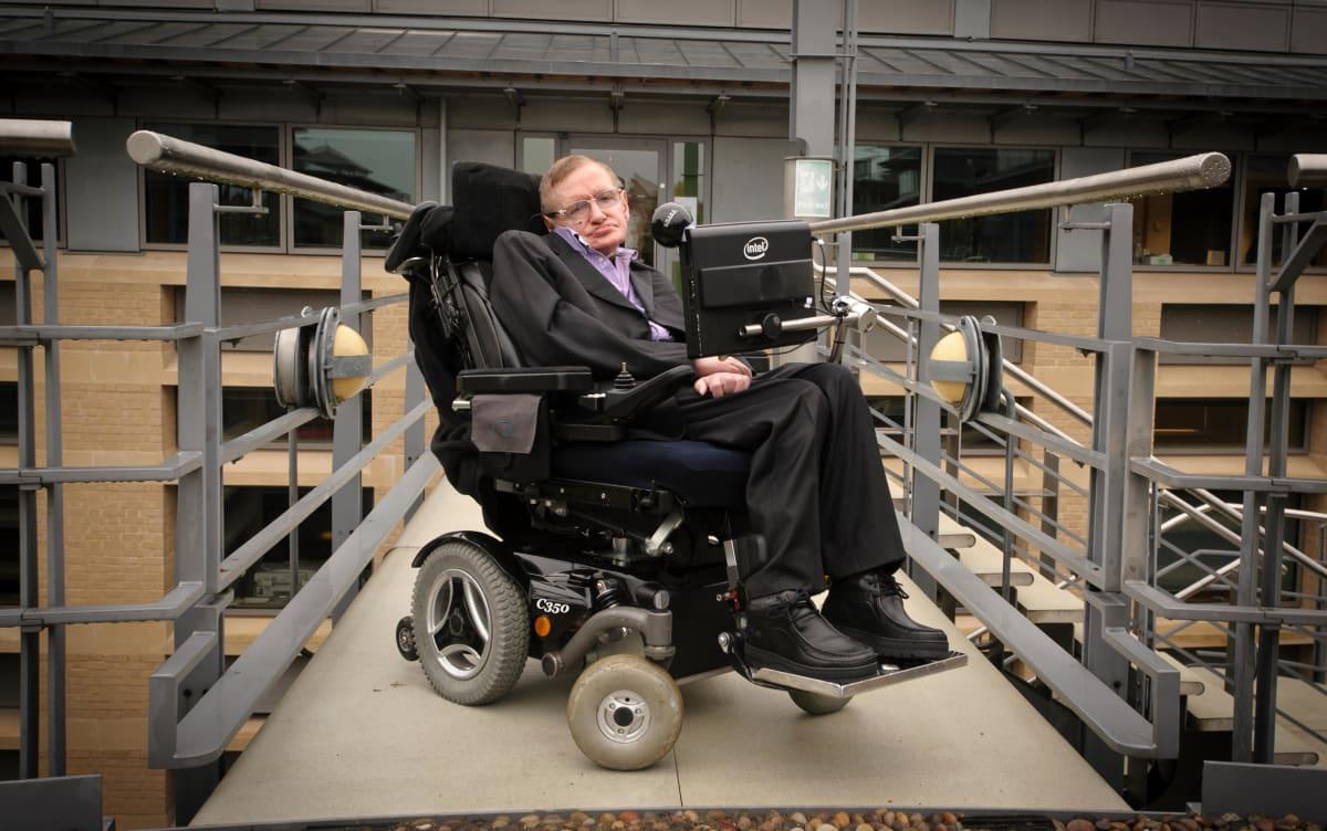 能让 Stephen Hawking 与世界沟通的软件,现在免费开放使用了