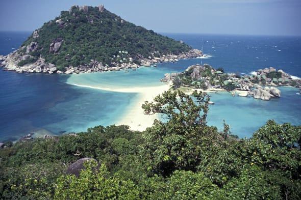 Blue lagoon and rocky shoreline, Nang Yuan, Ko Tao (aka Turtle Island), southern Thailand