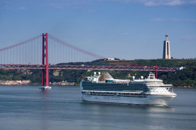 Cruise ship and Ponte 25 de Abril bridge