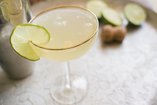 10 Classic Cocktails Every Home Bartender Should