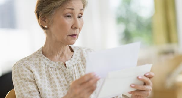 USA, New Jersey, Jersey City, Senior woman reading letter