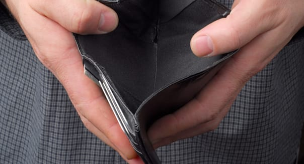 person hold an empty wallet