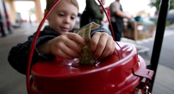 Dec. 22, 2010 - Modesto, California, U.S. - DARRYL BUSH/dbush@modbee.com - Finn Johnston, 4, of Modesto donates to the Salvation
