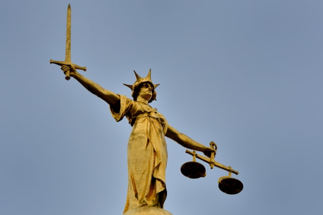 Justice statue on top of old bailey