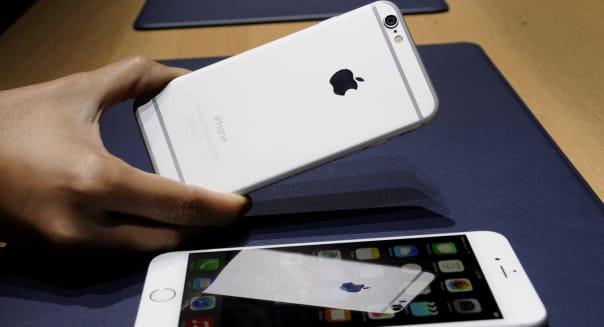 Apple Inc. Reveals Bigger-Screen iPhones Alongside Wearables