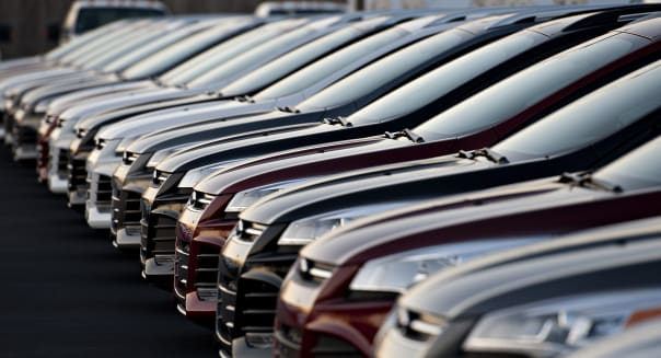 Americans borrowing record amount to buy cars