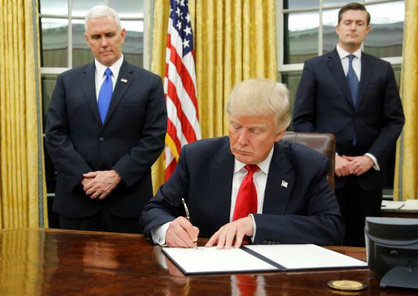 Donald trump a déjà changé la décoration du bureau ovale avec du doré