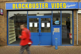 Blockbuster to close